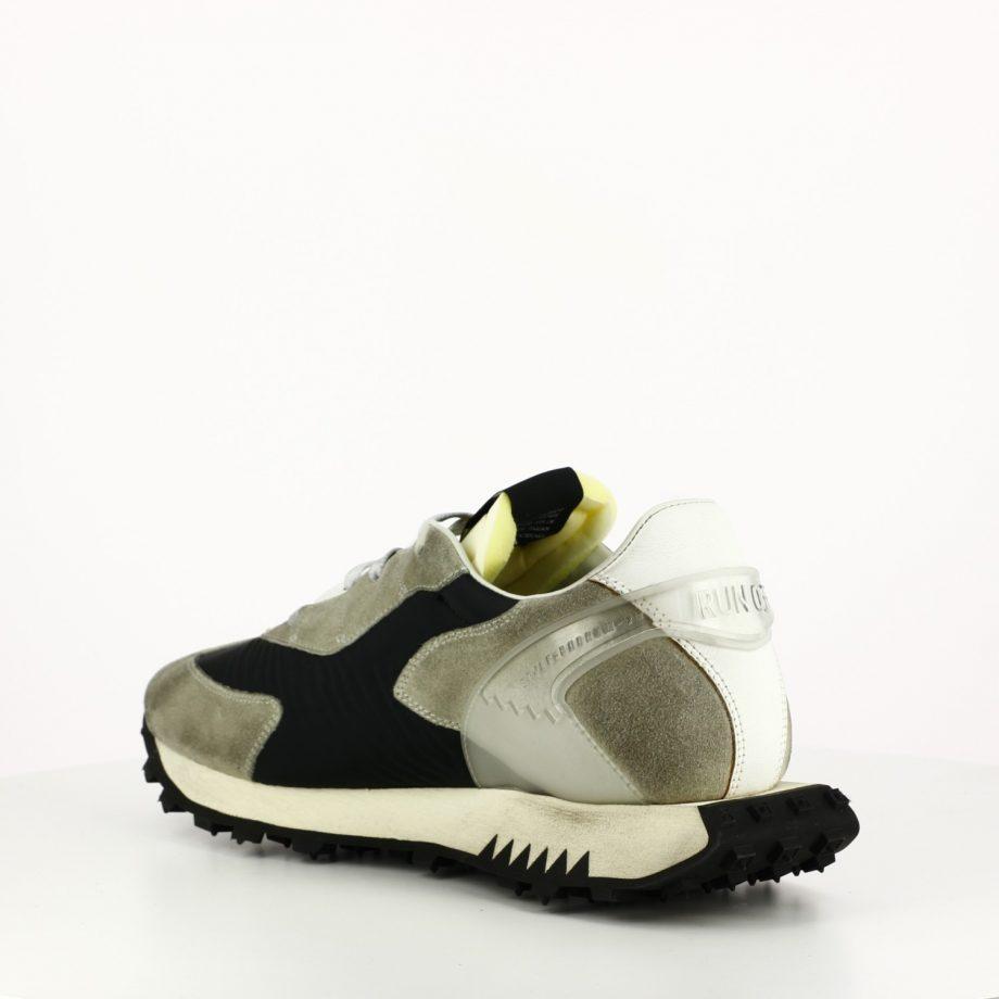 Sneakers Run Of Carbón