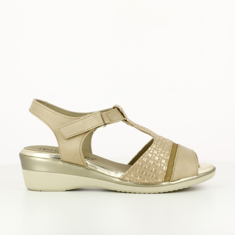 Sandalia con Velcro Crema